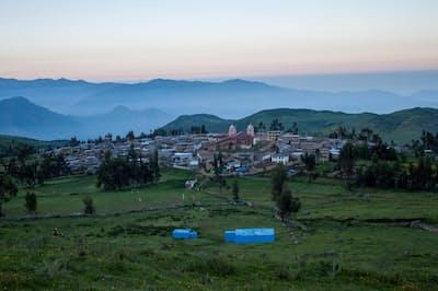 南米ペルーの山村、ウアマンタンガ。ここにはインカ帝国以前の古代水路「アムナス」があり、一部は今も使われている。首都リマはこの村よりも下流にある(PHOTOGRAPH BY JUNIOR GIL-RÍOS, CONDESAN)