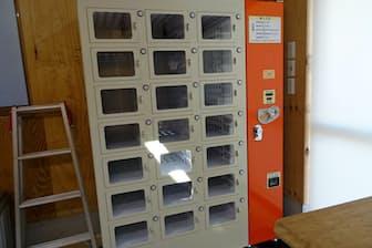 スマホで売れ行きをチェックできる農産物や卵の自販機(川崎市の河崎養鶏園)