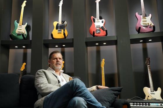 「ギタービジネスは死に絶えた? とんでもない。今ほどエキサイティングで成長する時代はないですよ」と話すフェンダーミュージックのエドワード・コール社長(東京都内のFender Music Backstage)