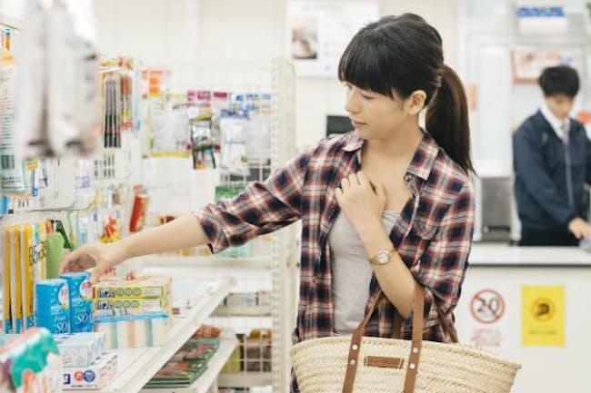日用品も目玉商品や特価になることが多く、慌てて購入する必要性は低くなる=PIXTA