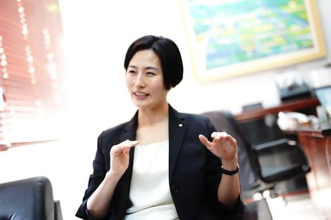 四條畷市の林有理副市長は出産から3カ月のタイミングで副市長公募のニュースを知った (エン・ジャパン「AMBI」提供)