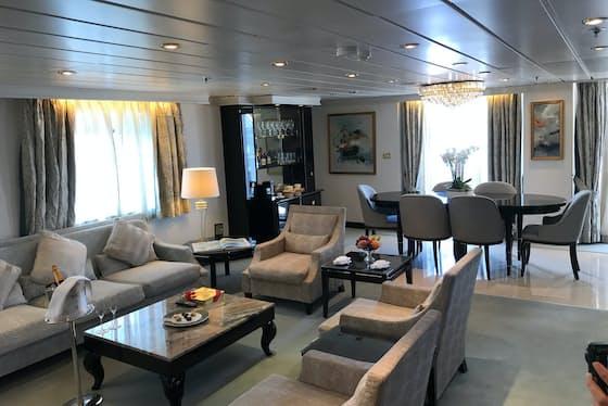 リージェントの船室。洗練された家具が配され、ゆったりとした広さを持つ