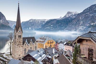 10位 オーストリア:国土の約62パーセントがアルプス山脈に覆われ、絶景を誇る広大なスキーリゾートのひとつになっている(Photograph by 4FR/Getty Images)