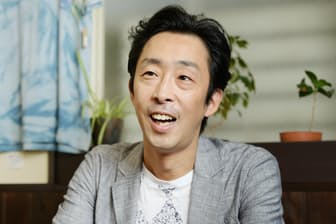 1974年東京生まれ。98年舞台「春のめざめ」(串田和美演出)と映画「カンゾー先生」(今村昌平監督)でデビュー。舞台、映画、テレビで幅広く活動している。名優・北村和夫の長男。