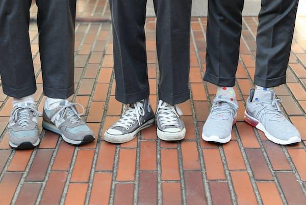 (左から)ニューバランス、コンバース、ナイキのスニーカーをビジネススタイルのパンツに合わせてみる。パンツの丈は短めが鉄則