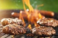 米国ではBBQでハンバーガーパティを焼くのが日常風景