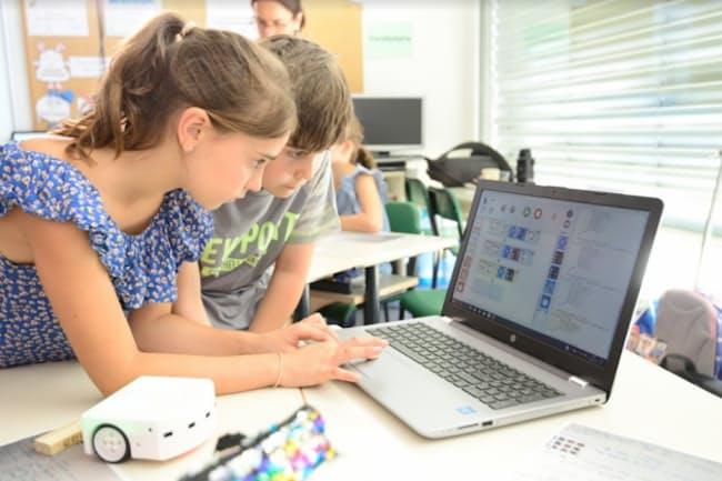 ロボット「ティミオ」でプログラミングを学ぶ