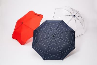 突然の豪雨に備えてカバンに入れておきたい「最強」の折り畳み傘を紹介する