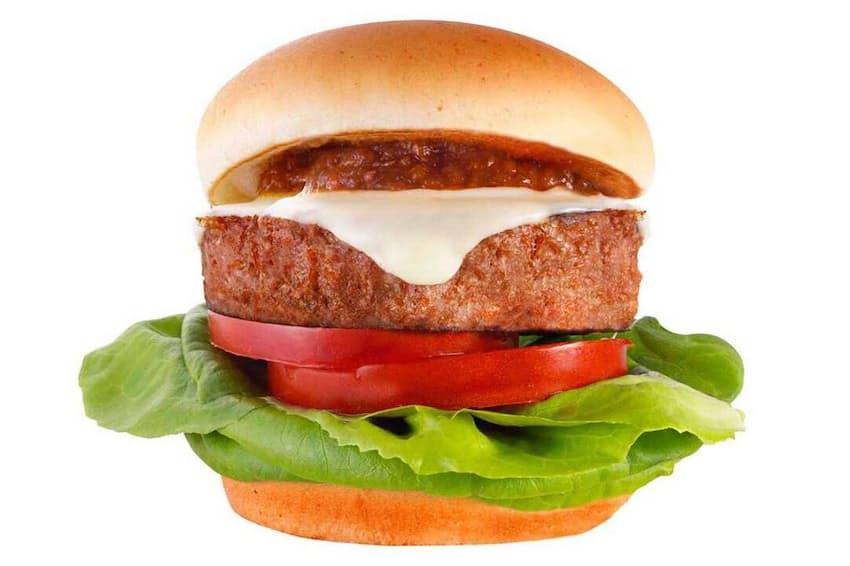 台湾のモスバーガーで販売しているハンバーガー「MOS Burger with Beyond Meat」。ビヨンド・ミートの代替肉パティを使用した。日本での発売も検討している