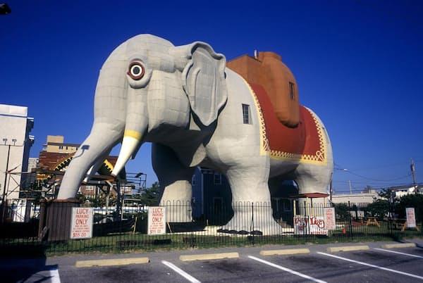 「ゾウのルーシー」は、最初に建てられてから約100年後の1971年に米国国家歴史登録財となった。ゾウの内部は6階建ての建造物で、道路沿いの観光名所として米国で初めて造られたもの(PHOTOGRAPH BY CLASSICSTOCK, ALAMY STOCK PHOTO)