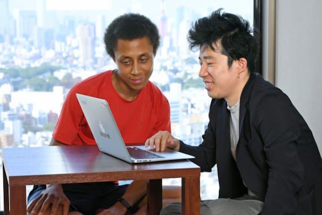 ダイバーシーズの洪英高社長(写真右)とエンジニアのマーカス・ジャクソンさん