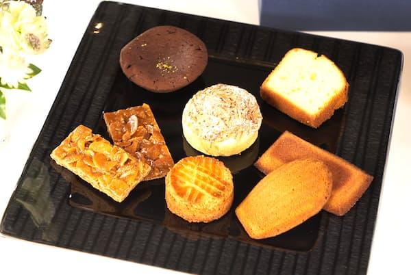 ガトーショコラやガレット、フィナンシェなど7種類のフランス伝統菓子を詰め合わせた
