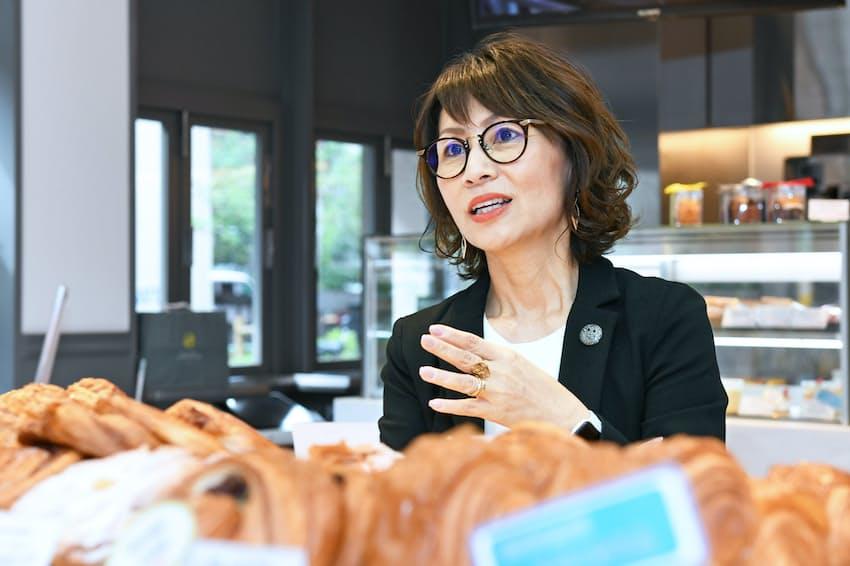 石川芳美さんはパリや東京でベーカリー18店を経営する