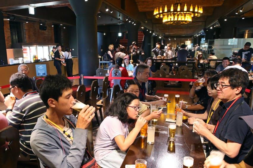 博物館のプレミアムツアーに参加すると、醸造所設立時のレシピで再現した「復刻札幌製麦酒」を味わえる(札幌市のサッポロビール博物館)