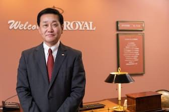 1958年生まれ。82年名城大学卒業。在学中にアルバイトを経験、同年ロイヤル(現ロイヤルHD)入社。2011年ロイヤルホスト副社長、同年ロイヤルHD取締役。16年3月より社長兼最高執行責任者(COO)、19年3月より社長兼最高経営責任者(CEO)(撮影:吉村永)