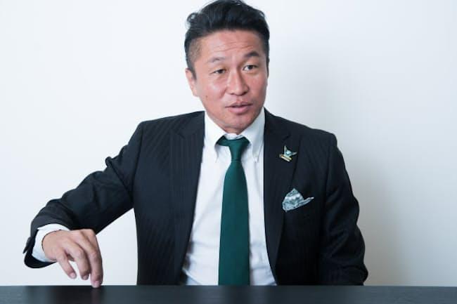 サッカーエリートではなかった自身の道のりについて語る元サッカー日本代表の岡野雅行さん