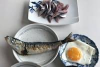 北海道東部ではマイワシの漁獲が3~4倍に増加。根室花咲港の市場関係者向け朝食は、新鮮な刺し身に塩焼き(8月19日、花咲港)