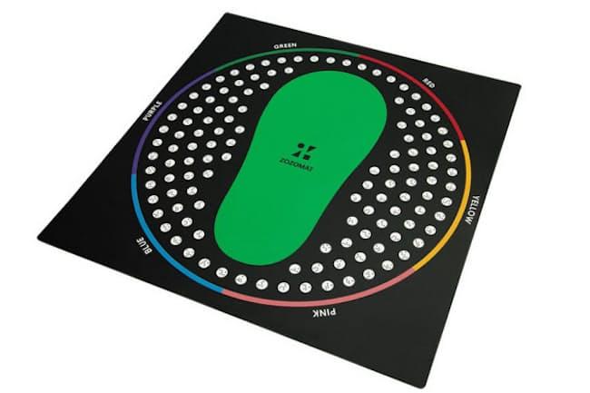 足の形をミリ単位で3D計測する「ZOZOMAT」