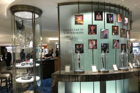 ディスプレーが特徴的な日本橋三越本店の新しい時計売り場。売り場面積を2・5倍に広げ、コンセプトはギャラリー。ぜいたくさを前面に打ち出す