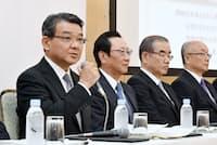 近畿大阪銀行、関西アーバン銀行、みなと銀行はグループの垣根を越えて経営統合の道を選んだ。(統合契約を発表した2017年9月の記者会見)