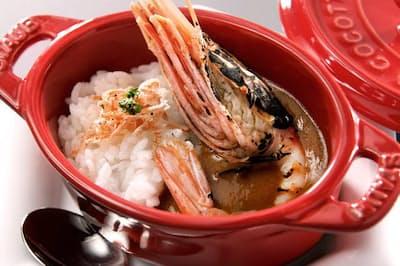 「渡り蟹(がに)と赤海老のビスクカレー」はコースのシメ