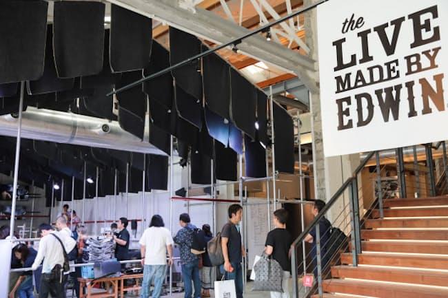 クラウドファンディングで支援者を募ったエドウインの展示会「The LIVE-MADE BY EDWIN-」。メーカーと顧客の接点を作る目的でひらいた「ものづくりライブ」だ(東京都品川区の「寺田倉庫B&C HALL」)