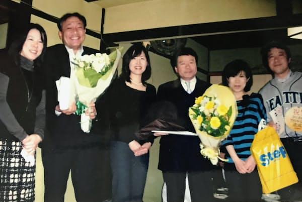 再建に奔走した大阪支社長時代の同僚と(左から2人目が布施社長)