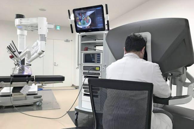 遠隔手術への利用が検討されている手術支援ロボット「ダビンチ」