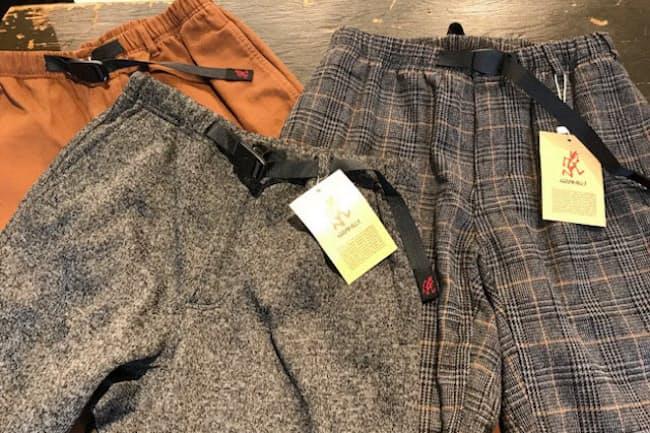 定番のパンツにウール(右)などスラックスのようにみえる素材を採用。街着や仕事でも履く人が格段に増えた(2019年秋冬物)