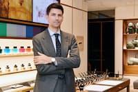 「日本のビジネスパーソンはおしゃれ。小物にも、もう少し投資すると、さらにプロフェッショナルにみえる」と話すシャルル・ラングロワ氏(東京都中央区のモンブラン銀座本店)