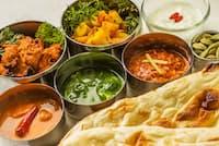 日本料理を期待してきたインド人観光客グループが、結局行き着いたのはインド料理店だった……=pixta