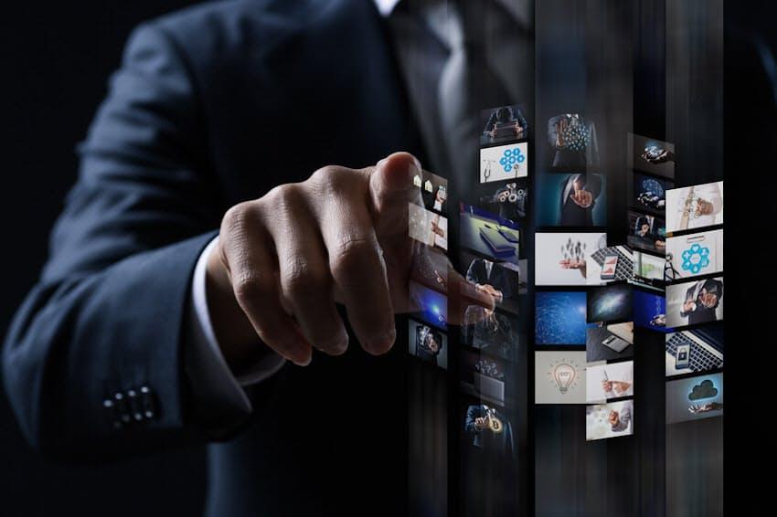 イノベーション創出のポイントはヒト・モノ・カネの適度な流動性だが…。画像はイメージ