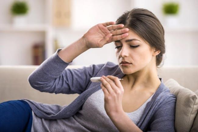 仕事や旅行で海外を訪れたあと、しばらくして発熱の症状が出たとき、考えられる病気は何でしょう。写真はイメージ=(c)Vadim Guzhva-123RF