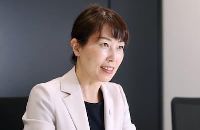 1970年千葉県松戸市生まれ。2010年、日本人女性2人目の宇宙飛行士としてスペースシャトル・ディスカバリーに搭乗。現在は内閣府宇宙政策委員会委員などとして教育に力を注ぐ。