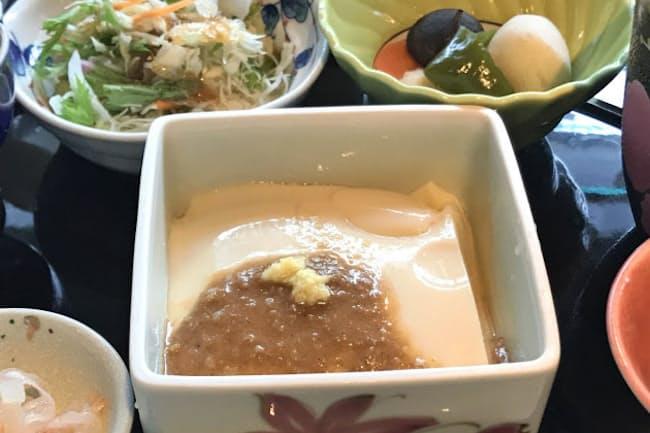 葛やデンプンを混ぜ、ゆっくり加熱して固めた呉豆腐の「ごどうふ膳」(ギャラリー有田)