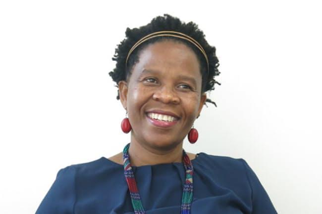 南アフリカ初の黒人女性醸造家、ヌツィキ・ビエラさん