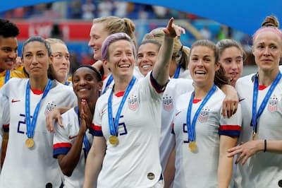 2019年7月、ワールドカップで優勝した米女子サッカーチーム。中央はキャプテンのミーガン・ラピノー選手(写真=ロイター)