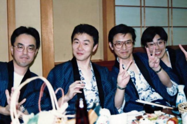 バス旅行で行った伊豆の戸田温泉での職場の忘年会で(右から2人目が鎌上社長)