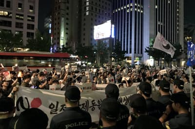 韓国では反日集会が続く(ソウルの光化門広場)