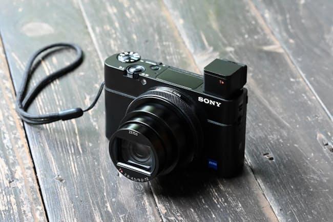 「サイバーショット RX100VII」(ソニーストア価格、税別14万5000円)。歴代モデルのイメージを維持する外観。シンプルでソニーらしいフォルムになっている