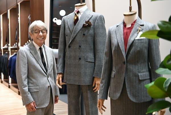 「生地選びは本当に難しいもの。最初の1着はグレーがいい。僕は紺がスタンダードとは思いませんよ」と話す石津祥介さん(東京都中央区の「STORY & THE STUDY」)