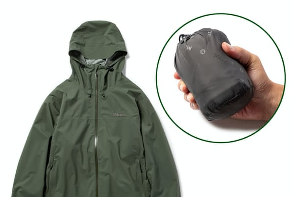 コンパクトにまとめられるので雨具として持ち歩くこともできるパッカブルアウターを紹介する