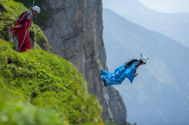ウイング スーツ ジャンプ