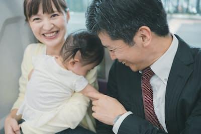 育児中の社員も働きやすい雰囲気がチームワークを高める。画像はイメージ=PIXTA