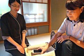 星野リゾートではスマホを預けて滞在する宿泊プランを提供する(9月11日、京都市)