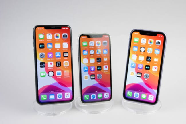 左から、iPhone 11 Pro Max、iPhone 11 Pro、iPhone 11