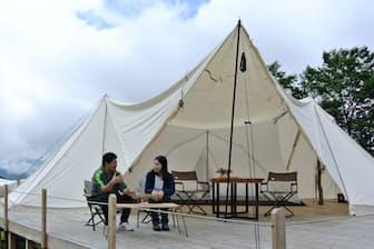スノーピークフィールドスイート 白馬・北尾根高原のテントや椅子などはスノーピークの製品(長野県白馬村)