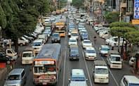 ヤンゴンでは乗用車の通行量が増えている