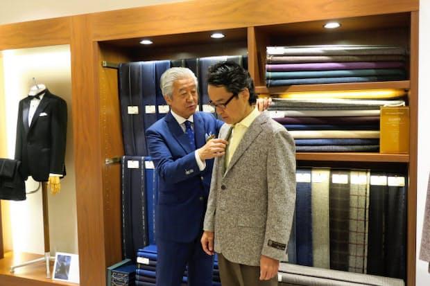 銀座英国屋のオークラ東京店は、ホテルに宿泊する観光客のインバウンド需要を取り込んでいる
