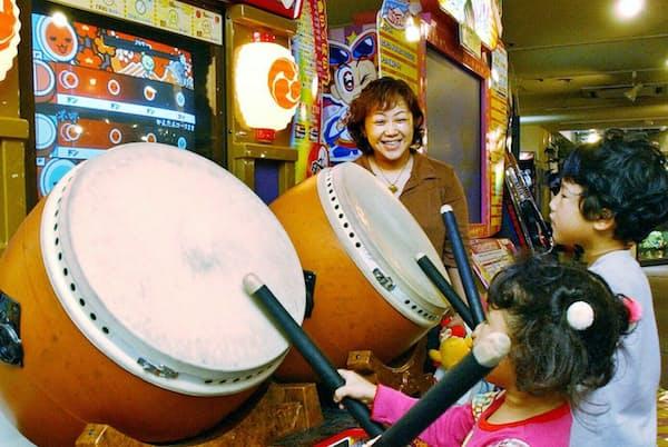 子供でも遊べる簡単な操作性で、「太鼓の達人」は大ヒットとなった